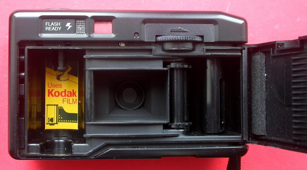 """В коллекцию. Фотоаппарат пленочный """"KODAK"""". 35 мм. Механический. Рабочий. Состояние нового. Недорого"""