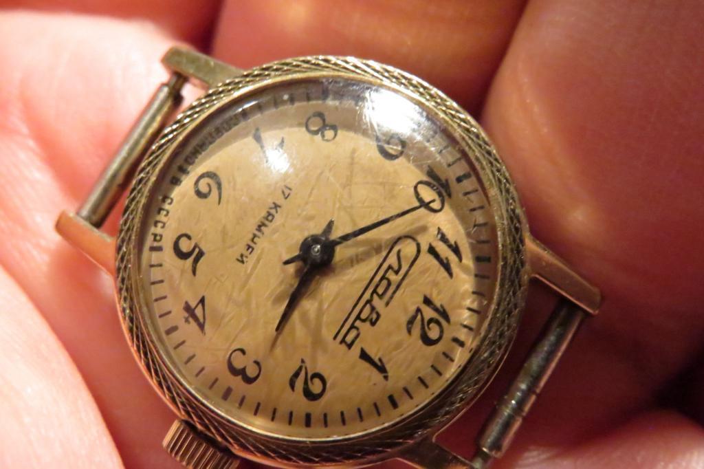 Стоимость золотое напыление на часах часы продать старые орловского завода настенные