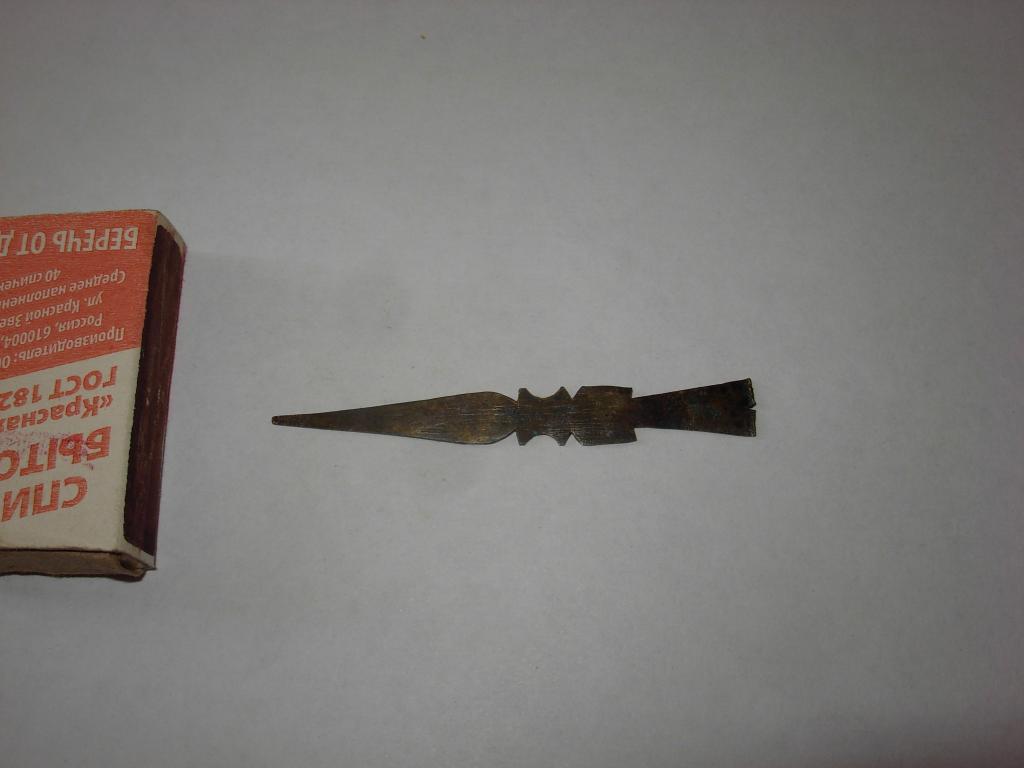 Стрела стрелка старинная латунь , патина на прибор инструмент