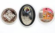 3 монеты: 2000 песет 1999 год, 20 квача 2010 Малави. 1 доллар 2010. Ниуэ. Серебро.