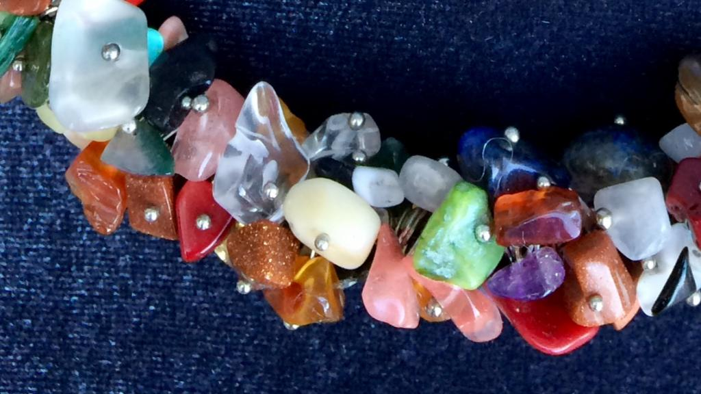 Колье из разных красивых камней