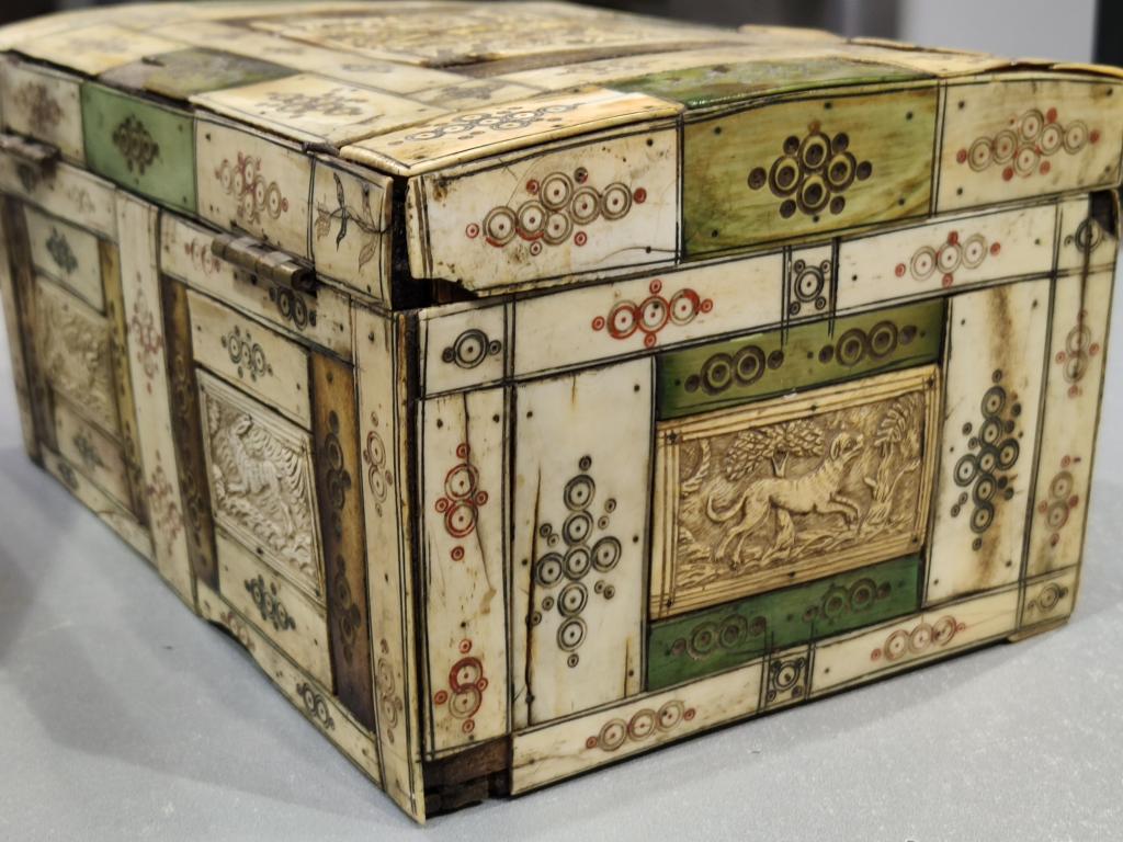 ЛАРЕЦ шкатулка резьба по кости ХОЛМОГОРЫ 18 век РОССИЯ