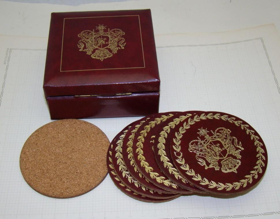 Подставки бирдекели Гербы 7 штук в шкатулке (X935)