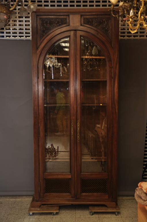 Книжный шкаф в стиле Арт Деко. 2 двери со стеклом. 5 книжных полок. 19 век.
