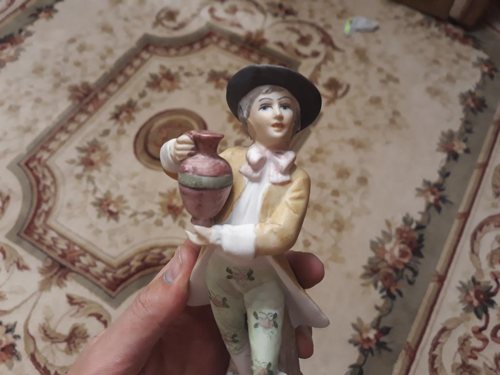 Статуэтка фарфор бисквит юноша с кувшином , высота 21 см. С рубля за Вашу цену!!!