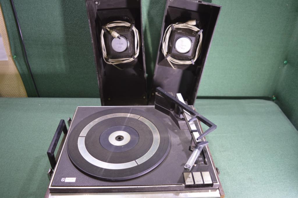"""Проигрыватель для виниловых пластинок """"Philips 443"""". Филипс. 1970-1980 е годы. Голландия."""