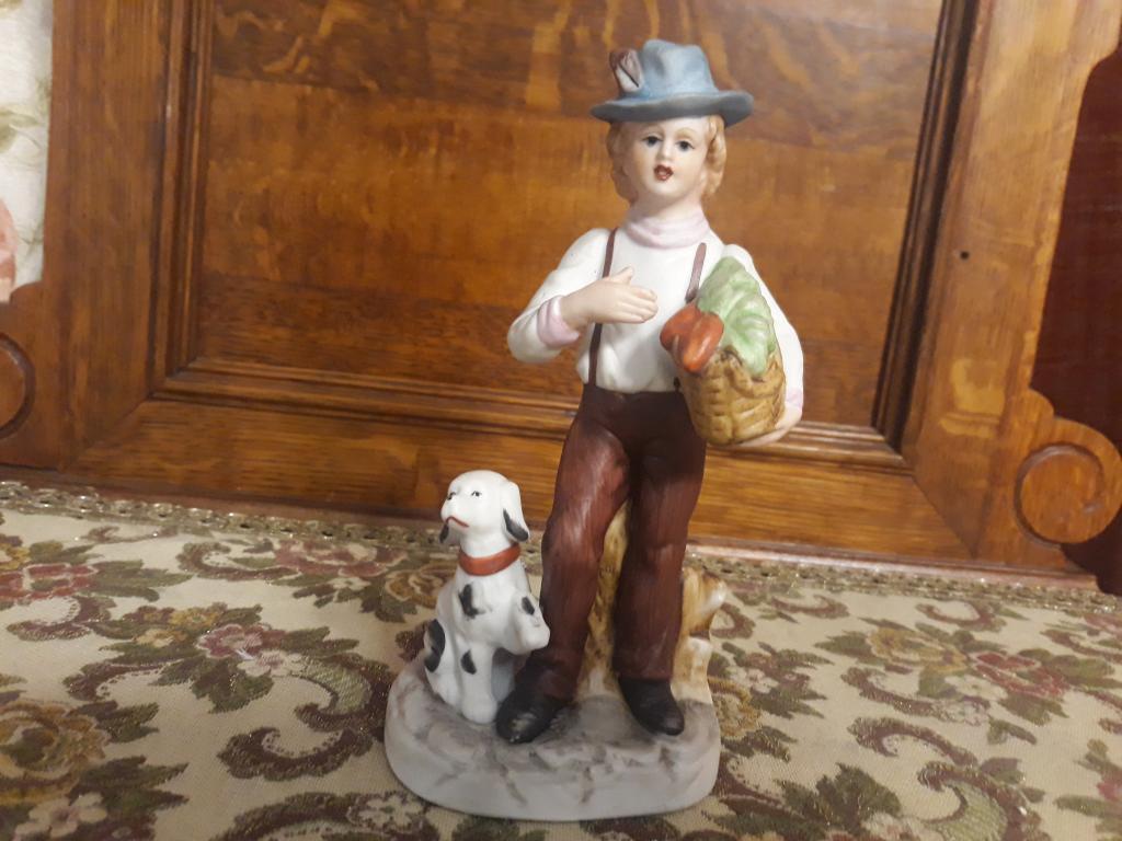 Статуэтка фарфор бисквит , юноша и собака Европа. С рубля за Вашу цену!!!