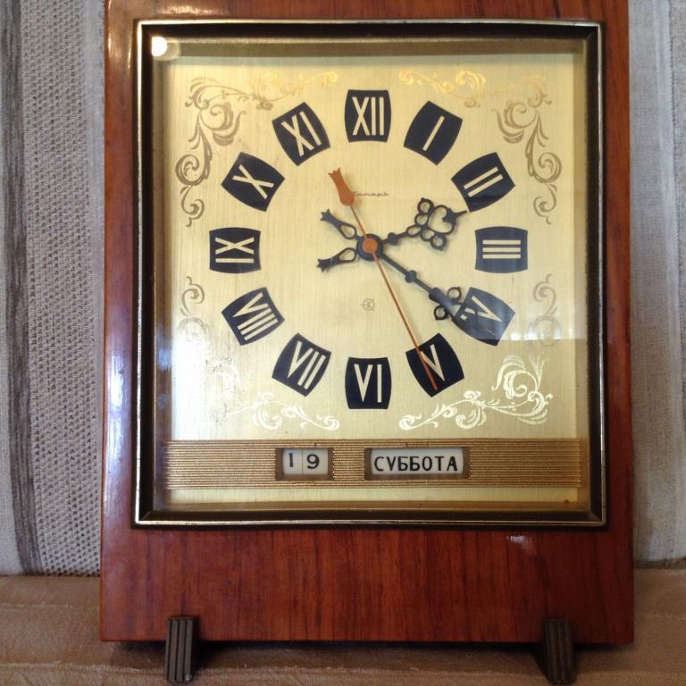 Очень редкие часы ЯНТАРЬ кварц с численником.
