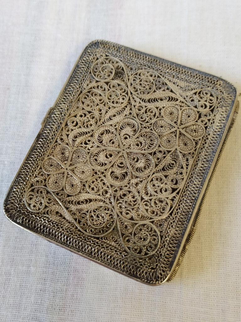 Шикарный серебряный портсигар. Скань, филигрань. Очень тонкая изящная работа. Вес 94 грамма.