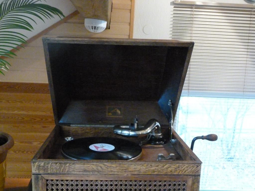 патефон(граммофон) 1920-30 год  His Masteris Voice модель 104. Англия. редкость.