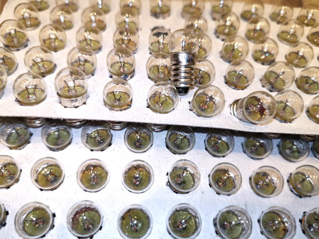 Лампочка 13,5в. 0,16 А новые для елочных гирлянд СССР