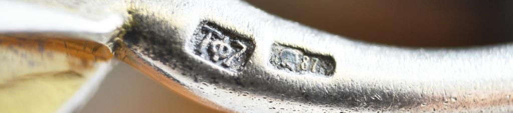 Ложка для мёда. СССР. Рельеф, золочение. Серебро 875. Вес 59 гр, длина 19.5 см.