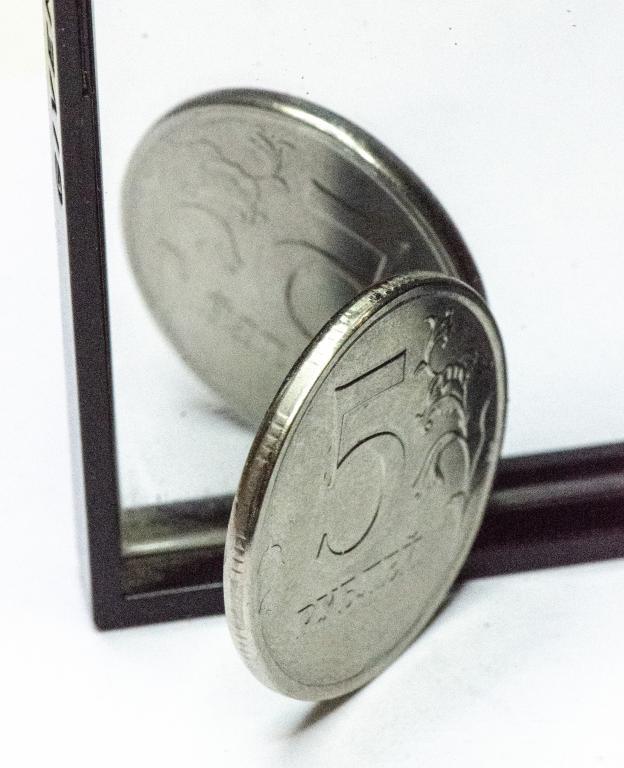 2 монеты: 5 рублей 2017 год (ММД). Одна орел, вторая решка. Инкузный брак. Редкость!