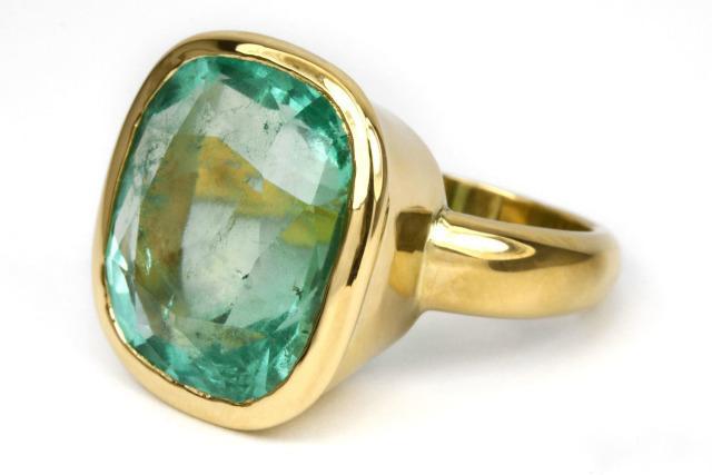 Золотое кольцо с изумрудом бриллиантами Колумбия