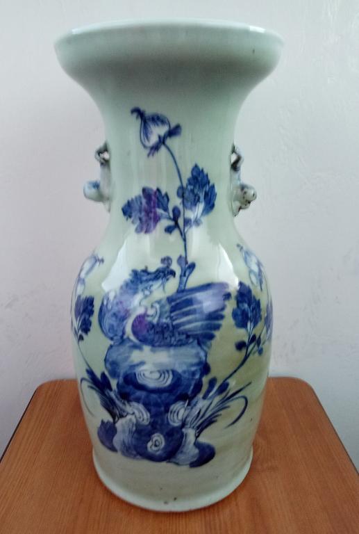 Антикварная, китайская ваза.