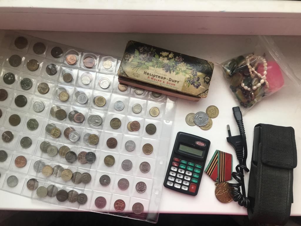 Лот  монеты. электрошокер.антикварные вещи. медаль