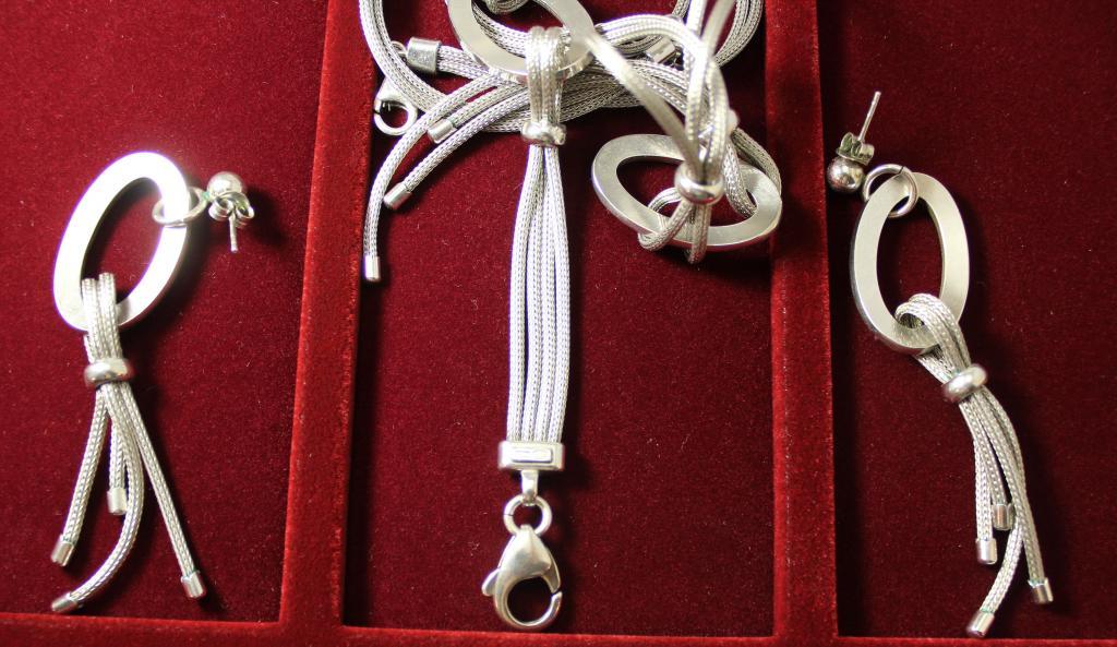 Серебряный набор, серьги, браслет, колье, камни циркон!