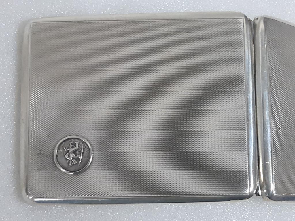 Шикарный Портсигар 800 проба Европа Серебро вес ; 112,34 гр размер ; 9,5*8 см С Рубля.