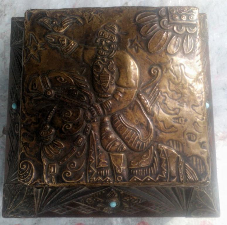 старый большой ларец шкатулка Всадник. Сергиев Посад 19 век дерево бронза чеканка резьба