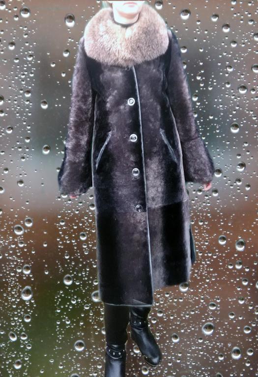 Женская шуба натуральный мутон воротник чернобурка в идеальном состоянии размер 46