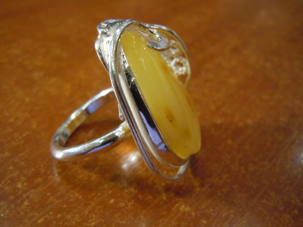 Кольцо с натуральным янтарём, 10,09гр