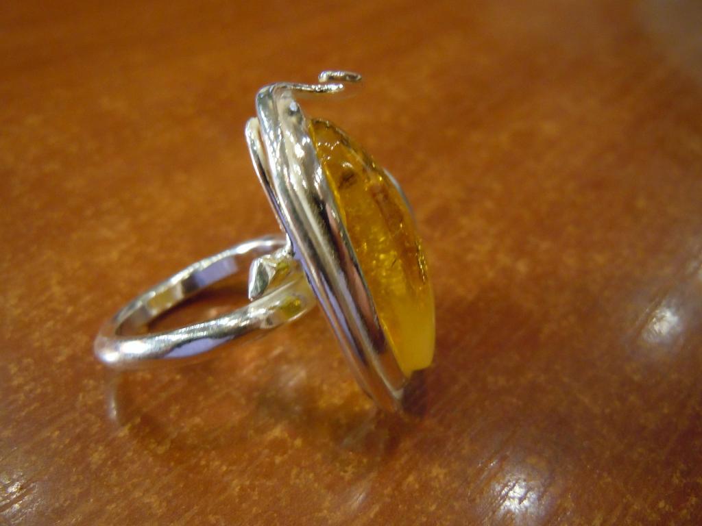 Кольцо с натуральным янтарём, 9,38гр