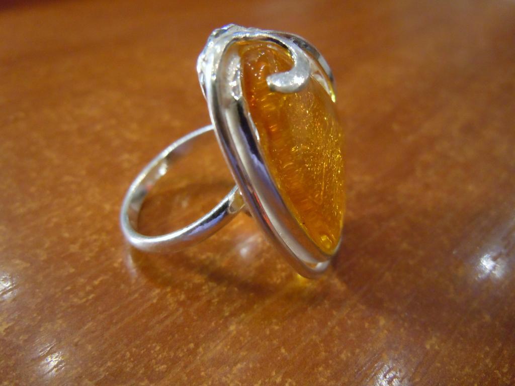 Кольцо с натуральным янтарём, 6,84гр
