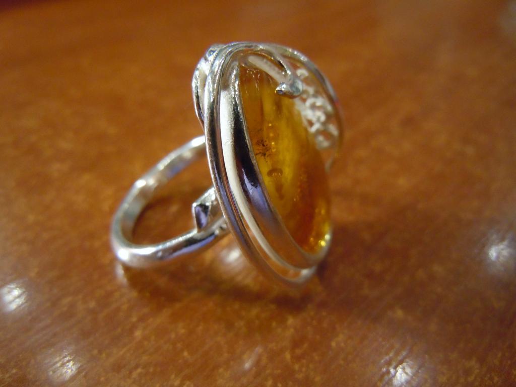 Кольцо с натуральным янтарём, 9,29гр