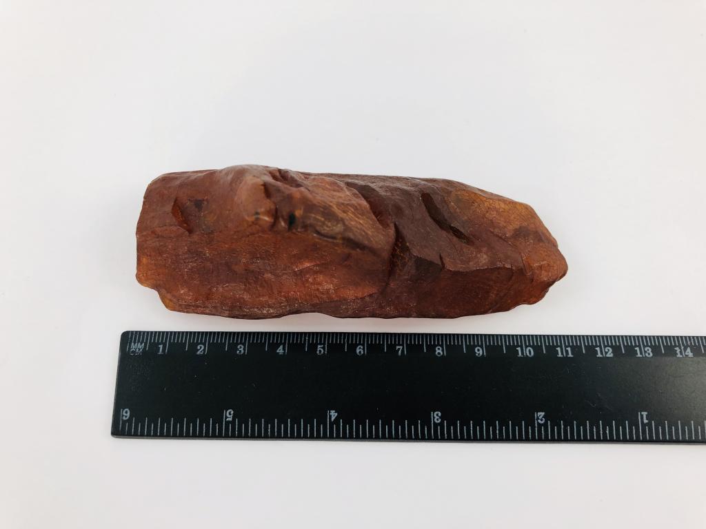 Большой темный янтарь фантастической формы