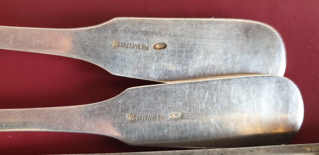 Вилки и ножи столовые. Серебро, 84 проба. Братья Грачевы. 2 пары.