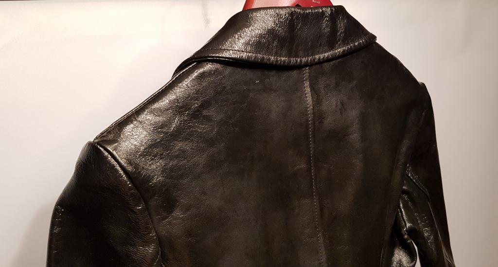 Made in Italy. Дорогущий брендовый женский пиджак из лаковой кожи р.42