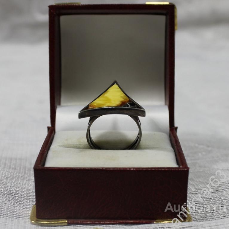 Кольцо «Стрела», натуральный янтарь, спил, черненое серебро 925 пр, вес 6,58 гр. Винтаж.