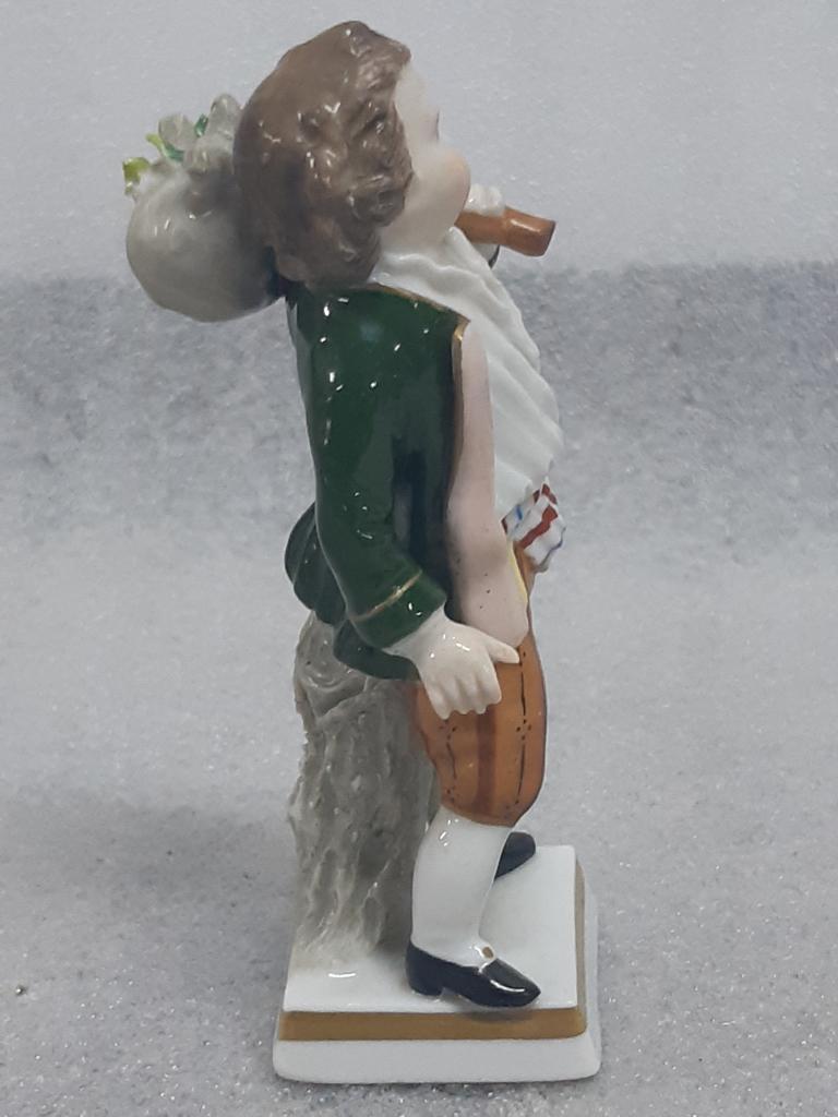 Статуэтка миниатюра фарфор Мальчик с узелком Зитцендорф Германия h-10,5см С Рубля