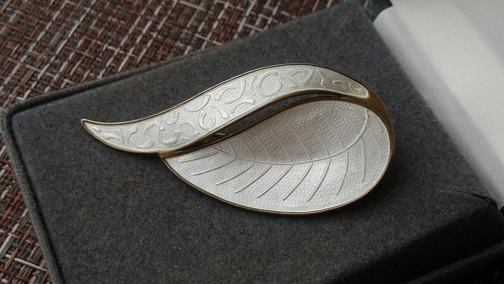 4022 лист серебряная брошь листик эмаль гильоше серебро золочения Норвегия винтаж