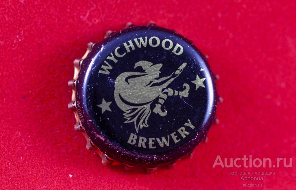 WYCHWOOD BREWERY пиво крышка Кронен Вичвуд англия на синем фоне