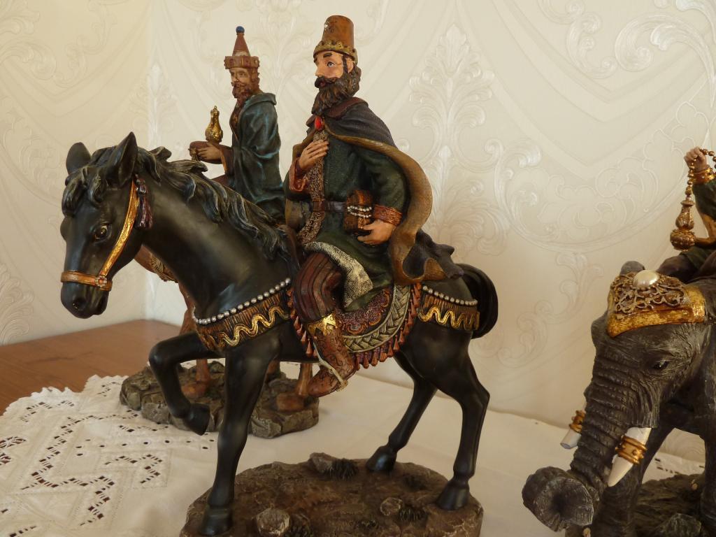 The Bombay Company Inc. Коллекционная Новогодняя Фигура Мудреца на Слоне Лошади и Верблюде