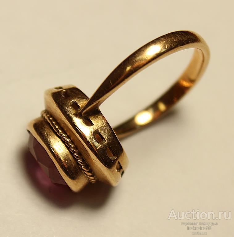 Золотое кольцо с полудрагоценным камнем. Золото 583 пробы. Вес: 4.04 грамм.