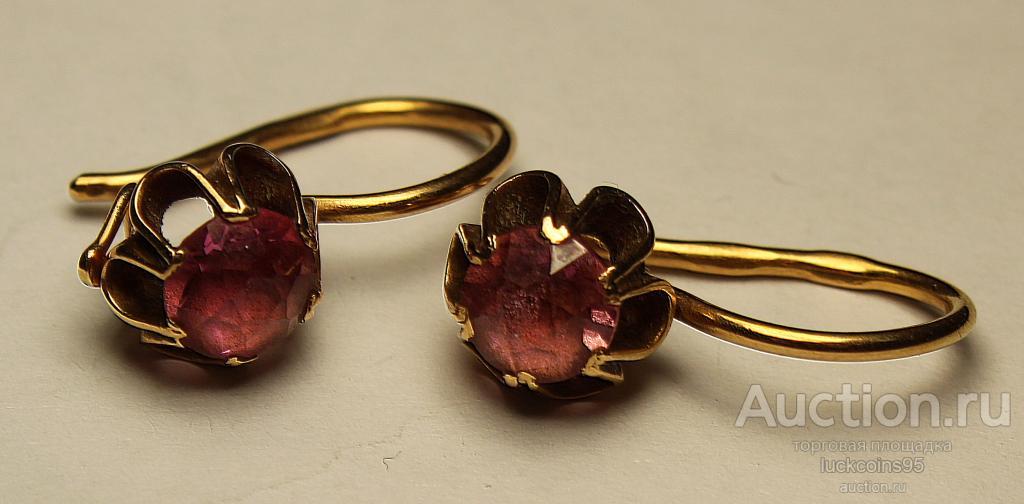 Золотые серьги с полудрагоценным камнем. Золото 583 пробы. Вес: 3.15 грамм.