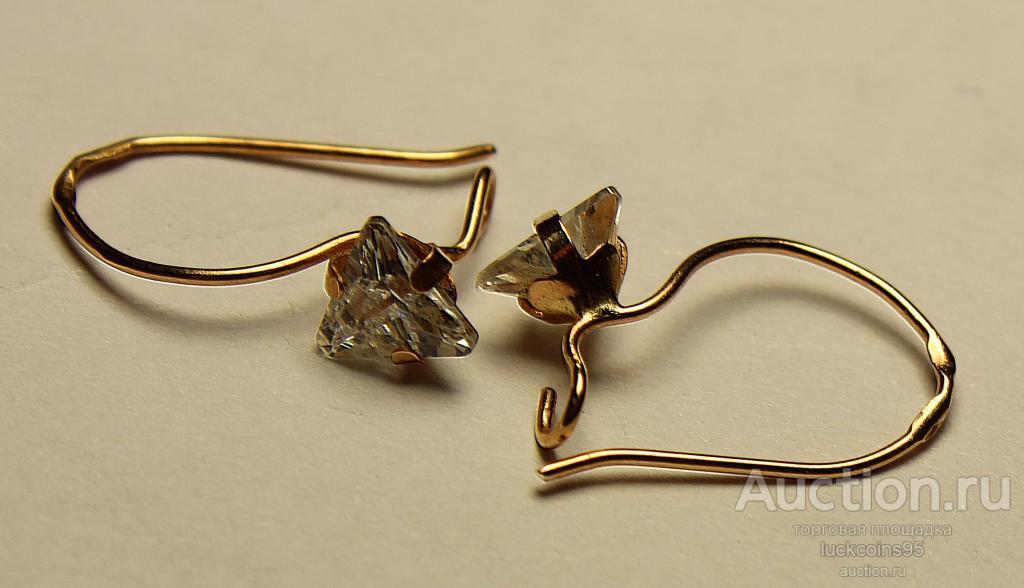 Золотые серьги с полудрагоценным камнем. Золото 585 пробы. Вес: 0.69 грамм.
