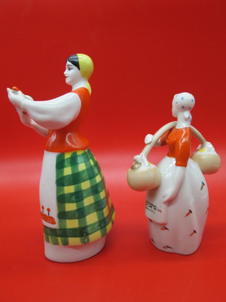 Фарфоровые статуэтки 3 шт. Весёлая пляска 18х26 Девушка с куманцом 17,5х7 Девушка с грибами 14х10