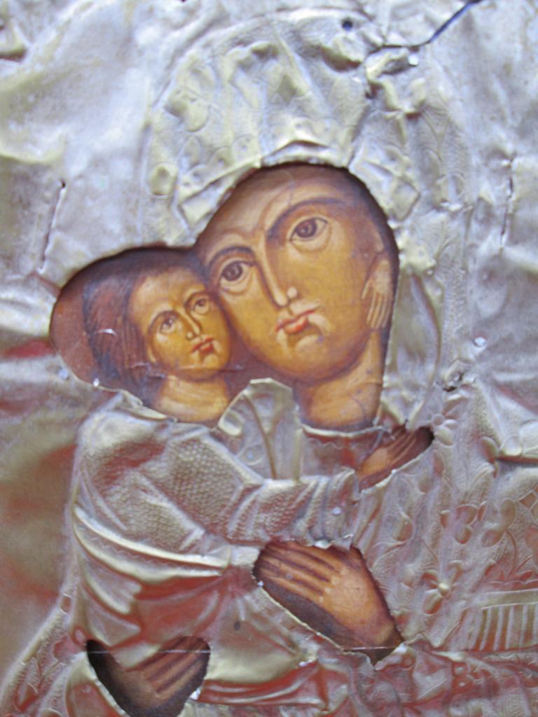 Икона в окладе Матерь Божья с младенцем краски Темпера 26 х 31 см.