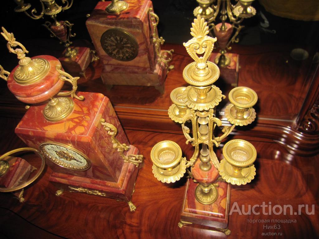 ВИДЕО !!! Часы каминные с подсвечниками.Франция 19 век. Красный мрамор. Золоченная Бронза.