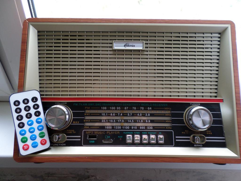 Ritmix RPR-102  Радиоприёмник - плеер.