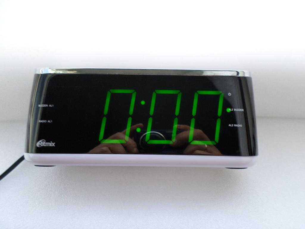Радиобудильник Ritmix RRC-1810