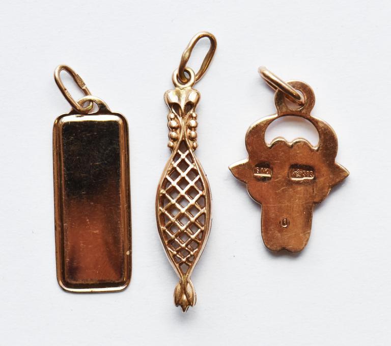 3 подвески: Козерог, Телец, Плетеная подвеска. Золото 583\585. Общий вес 7.6 грамм.