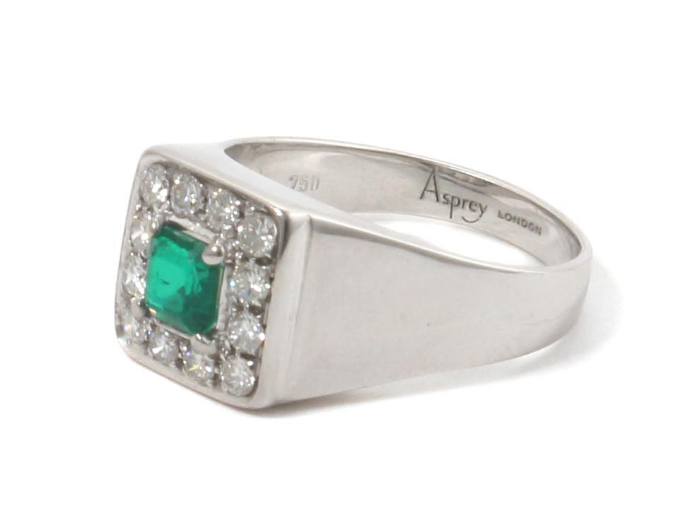 Золотое кольцо с бриллиантами и изумрудом. Asprey London.