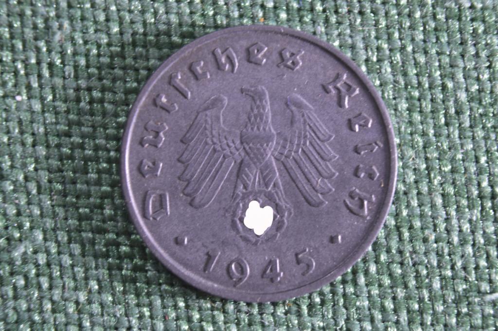 10 пфеннигов 1945 года. Цинк. Со свастикой. Германия. 3-й Рейх. Редкая. aUNC.