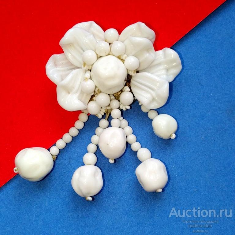 Шикарнейший дресс клип из прессованного молочного стекла от Мириам Хаскелл, США, 1930+/-