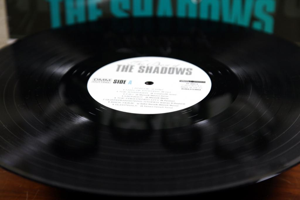 "LP THE SHADOWS ""The Best Of""- 2012 EU 180g.M/M"