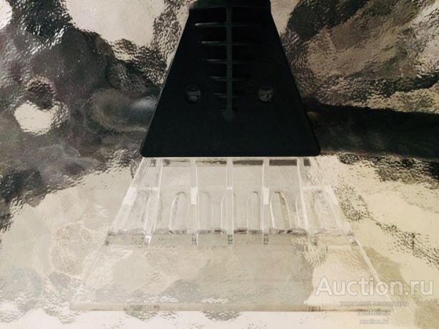 Скребок для чисти стекла от льда и снега